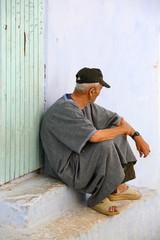 hombre marroquí sentado 0039f