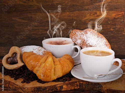 guten morgen fr hst ck mit latte macchiato und croissants stockfotos und lizenzfreie bilder. Black Bedroom Furniture Sets. Home Design Ideas