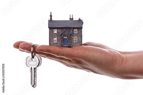 Кто поможет продать кредитную квартиру украина