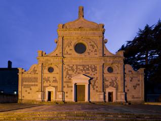 Antica abbazia di sera