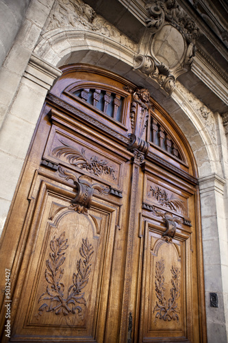 Porte entr e bois sculpt lyc e bordeaux fa ade for Porte 15 bordeaux