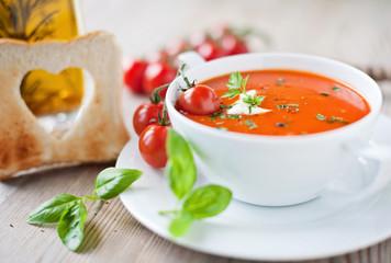 Recess Fitting Appetizer frische tomatensuppe und knuspriges toastbrot