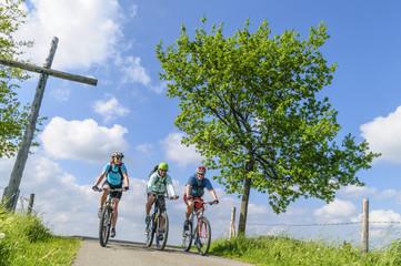 Fototapete - Drei Radsportler