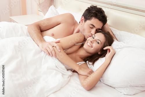 Снимки молодой пары за прогулкой и сексом дома  487225