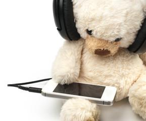 Teddy listening music on smartphone