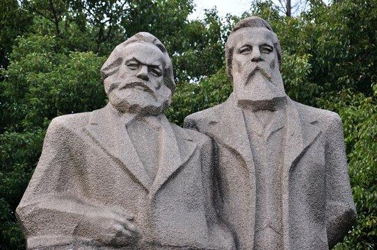 Marx und Engels in China