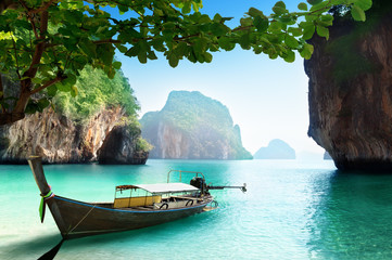 Foto auf Leinwand Tropical strand boat on small island in Thailand