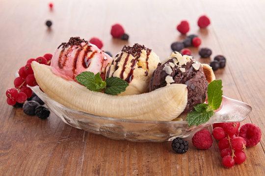 banana split and berries