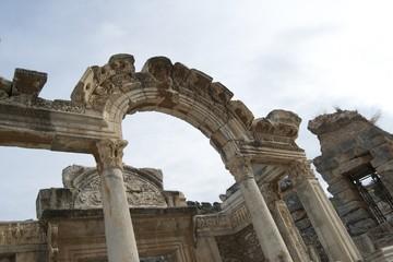 Ruinen des Hadrianstempel in Ephesos