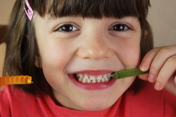 Fototapeta dziewczynka z żelkami obraz
