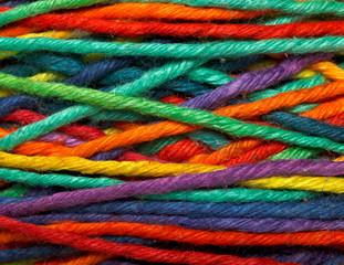 Multicolored yarn roll