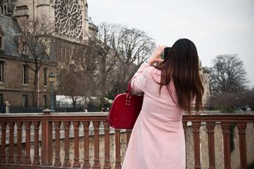touriste asiatique à Paris Notre-Dame