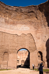 Fototapete - BIg Dome ruins with turists at Caracalla springs - Rome