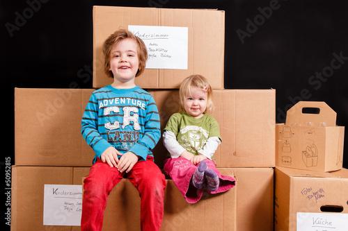 umzug mit kindern stockfotos und lizenzfreie bilder auf. Black Bedroom Furniture Sets. Home Design Ideas