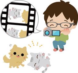 ビデオカメラでペットを撮影する男性