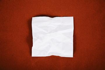 carta bianca su fondo cartone