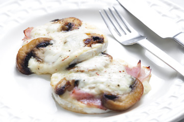 cheese brie baked with mushrooms