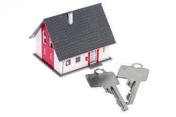 Einfamilienhaus mit Haustürschlüssel freigestellt