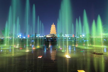 Papiers peints Fontaine xian at night, pagoda with fountains