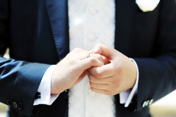 groom's hand with wedding ring