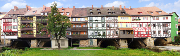 Fototapete - Picturesque panorama with Merchants' Bridge. Erfurt, Germany.