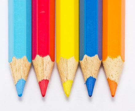 Color pencils five pieces in a roll.