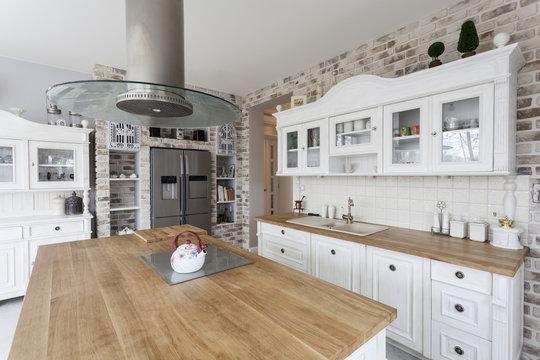 Tuscany - kitchen shelves