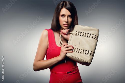 По женской сумочке определить характер