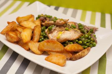 kurczak z groszkiem i pieczonymi ziemniakami_3