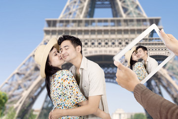 Asian couple took picture at eiffel tower Paris