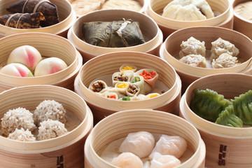 yumcha, dim sum in bamboo steamer, chinese cuisine Fototapete
