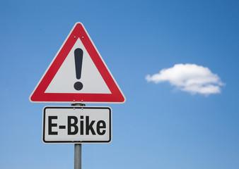 Achtung Schild mit Wolke E-BIKE