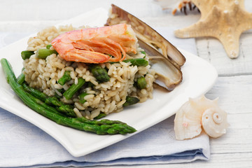 risotto with asparagus, razor shell and prawn