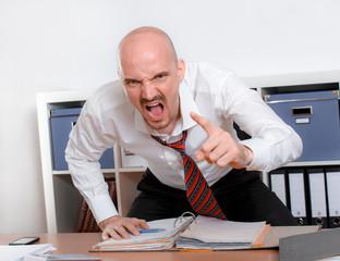wütender Mann schreit im Zorn