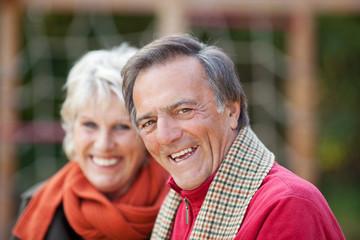 glückliches älteres paar