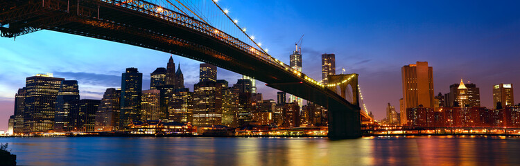 Manhattan panorama with Brooklyn Bridge at sunset in New York