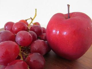 uvas y manzanas para estar saludables