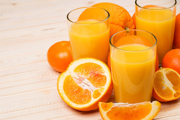 Orange juice and sliced ​​fruit