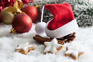 Gewürze und Weihnachtsmütze