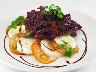 mozzarella tomate salat