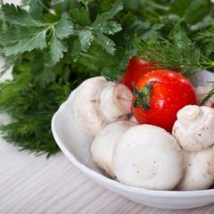 Fresh mushrooms and tomatoes