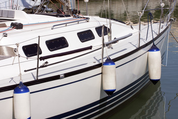 Edge protection on the sailboat