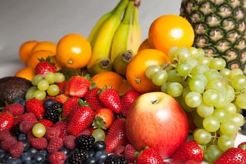 frisches Obst mit Ananas und fruits