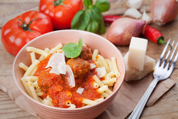 Pasta with meat balls and tomato saus