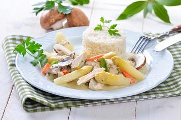 Hühnerfrikassee mit frischem Spargel