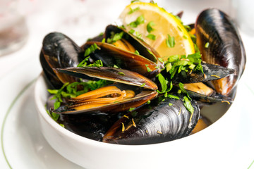 Spoed Fotobehang Schaaldieren Mussel with white wine