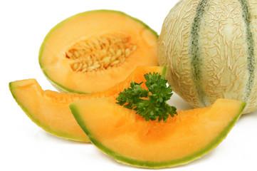 melon entier demi et  deux parts fond blanc zoom