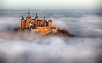 Fototapeta Burg Hohenzollern über den Wolken obraz