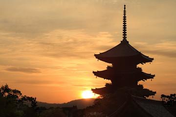 京都・東寺 朝焼けの空