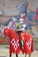 chevalier en armure du puy du fou